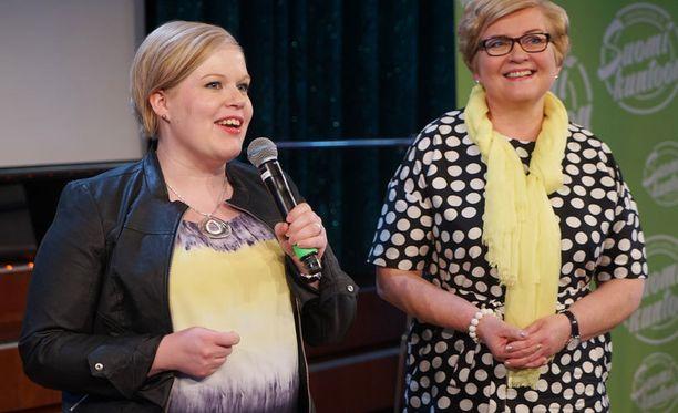 Konkarikansanedustaja Mauri Pekkarisen yllättävää poissaoloa paikkasivat muun muassa keskustan varapuheenjohtajat Annika Saarikko ja Anu Vehviläinen.