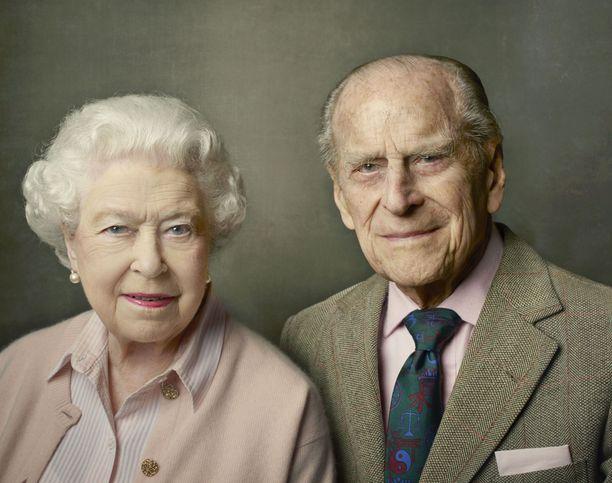 Hovi muistelee edesmennyttä prinssipuolisoa, prinssi Philipiä.