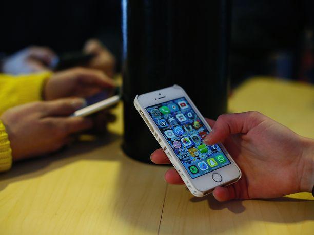 Yli 14-vuotiaat nuoret kokevat nyt arkensa tylsistyttävämpänä kuin 2012. Kuvituskuva.