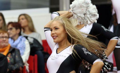 Satu Sarparanta on TPS:n väistyneen cheerleader-ryhmän kapteeni.