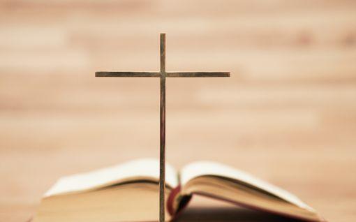 Nyt pamahtaa pelti! Rakastettu raamatunkohta koki suuren muutoksen – tällainen on uusi käännös