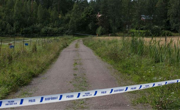Koskenkylässä Loviisassa eristetiin lauantaina iltpäivällä syrjäinen pihatie.