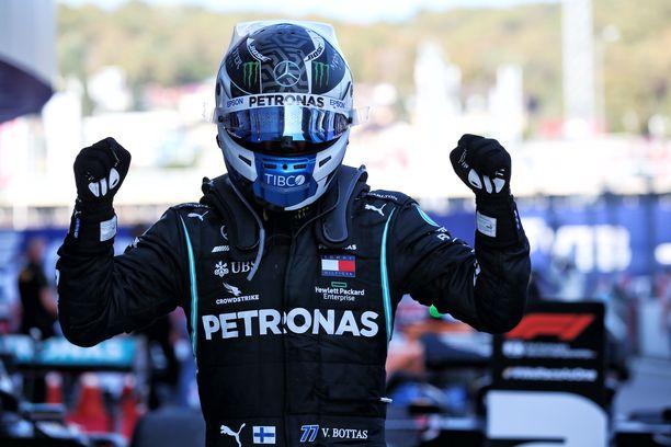 Valtteri Bottas ajoi voittoon Venäjällä vakuuttavan esityksen jälkeen.