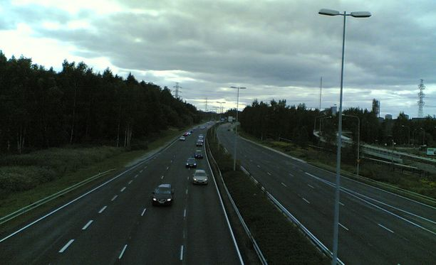Holtiton kuski oli yrittänyt ajaa takseja päin Itaväylällä varhain sunnuntaiaamuna. Kuvituskuva.