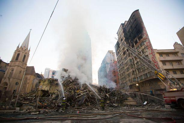 Sao Paulossa sijainnut tornitalo tuhoutui kokonaan.