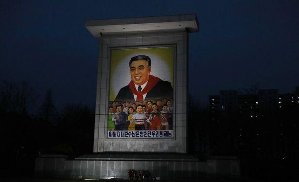 Pohjois-Korean perustajan Kim Il-Sungin syntymästä on lauantaina tullut kuluneeksi 105 vuotta. Samanaikaisesti juhlallisuuksien kanssa Pohjois-Korea uhkailee Yhdysvaltoja.