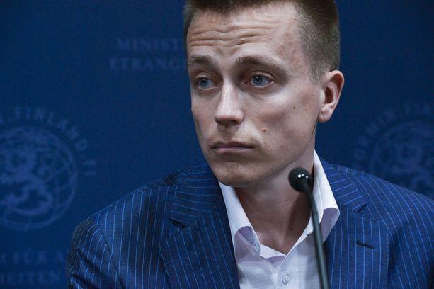 Poliisi tutkii Turun puukotuksia terroristisena tekona. Atte Kaleva uskoo, että poliisilla on vahvat syyt epäillä Turun iskua terrorismiksi.