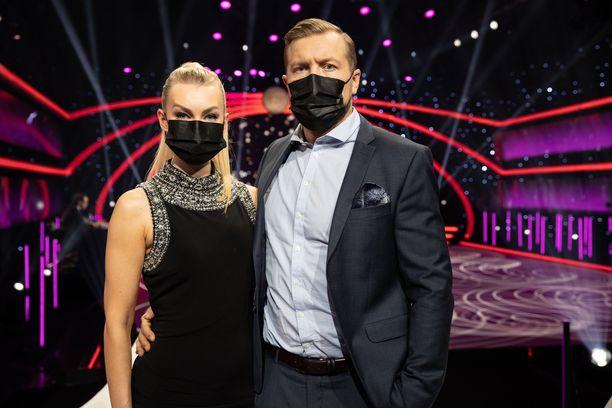 Niklas Hagman ja Kia Lehmuskoski kertoivat Tanssii tähtien kanssa -ohjelman alussa huonoista uutisista.