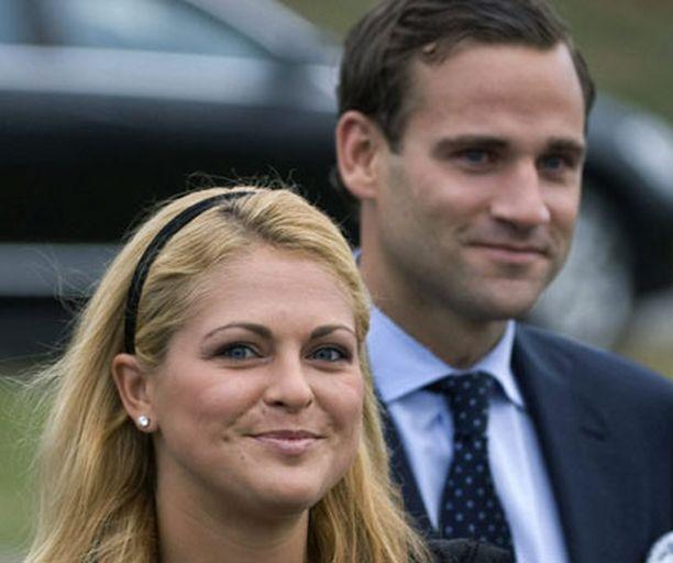 Prinsessa Madeleine ja hänen pitkäainen poikaystävänsä Jonas Bergström saapuivat juhlivat prinsessan 27-vuotissyntymäpäivää heinäkuun alussa. Pari kihlautui sunnuntaina.