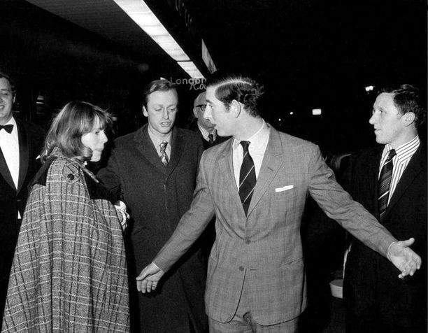 Kuva vuodelta 1975. Kuvassa Cornwallin herttuatar Camilla silloisen puolisonsa Andrew Parker Bowlesin kanssa sekä prinssi Charles.