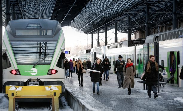 Helsingin rautatieaseman ratapiha on yksi raideliikenteen pullonkauloista.