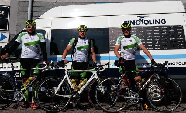 Conny Karlsson, Teemu Ramstedt ja Ville Uusitalo pyöräilevät hyvän asian puolesta.