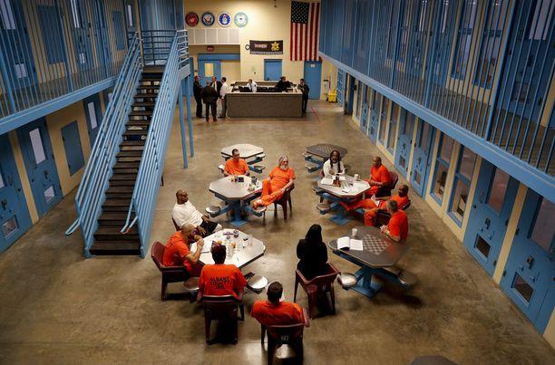 Lainsäätäjät ovat laajalti USA:ssa sitä mieltä, että vankeinhoitoa ja rikosoikeusjärjestelmää pitää uudistaa, mutta lait eivät etene. Kuva Albanyn vankilasta New Yorkin osavaltiosta.