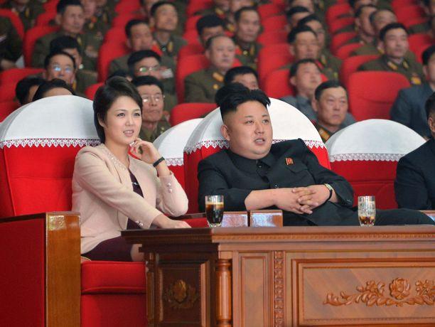 Ri Sol-ju ja Kim Jong-un Pjongjangissa maaliskuussa 2014.