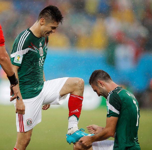 Oribe Peralta sai joukkuekaveriltaan Miguel Layunilta kengänkiillostuksen maalinsa kunniaksi.