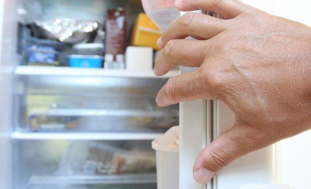 Aina kun laihduttaja avaa jääkaapin, ääni varoittaa häntä ylimääräisistä kaloreista. Kuvituskuva.