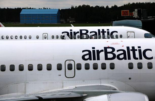 Air Balticin lennolla tapahtui kummia. Kuvituskuva.