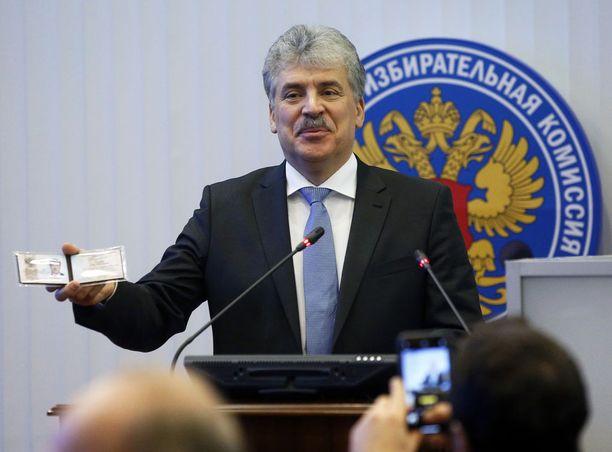 """Kommunistisen puolueen ehdokas Pavel Grudinin aloitti kampanjansa räväkästi, ja on suosittu """"tubettaja""""."""