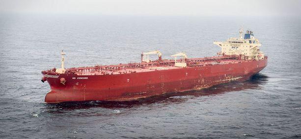 Venäläisomisteinen NS Concord -raakaöljytankkeri pysytteli epäilyttävästi useita päiviä paikallaan Tukholman saariston edustalla. Alus katosi meriliikennettä seuraavasta verkkopalvelusta lauantaina, mutta näkyi siellä jälleen maanantain vastaisena yönä.
