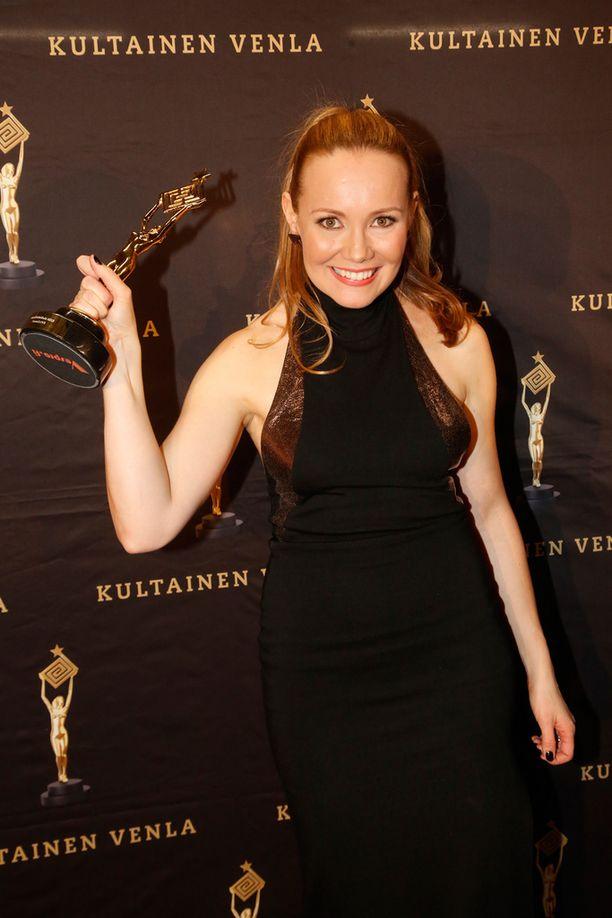Marja Hintikan juontama SuomiLOVE voitti parhaan musiikkiviihdeohjelman Kultaisen Venlan.