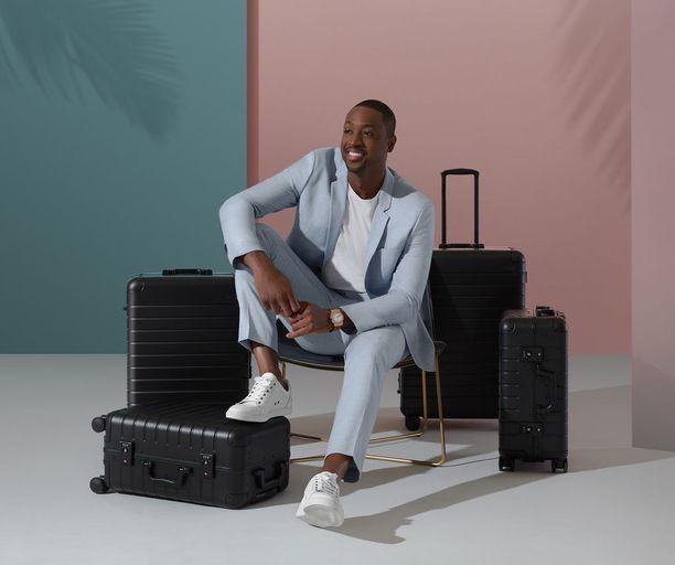 Away on tehnyt myös yhteistyömallistoja, joista tuorein on NBA-tähti Dwyane Waden suunnittelema musta laukkusetti.