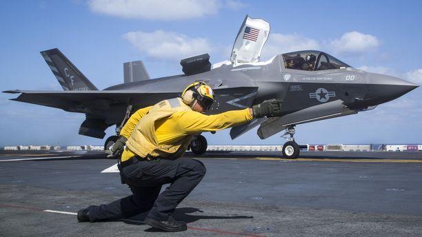USA:n laivaston F-35B Lightning lähdössä USS Essexin kannelta Adeninlahdella 11. syyskuuta.