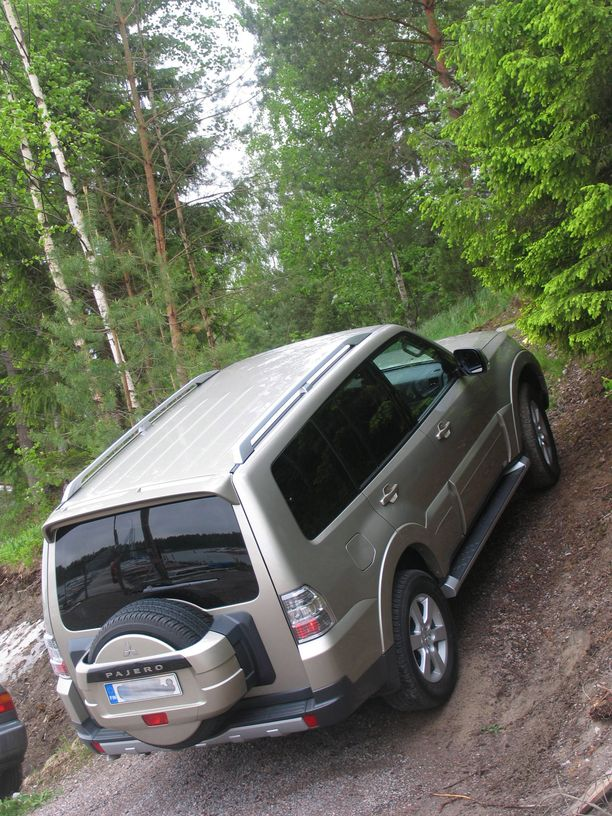 Mitsubishi Pajero on yhä haluttu maastoauto.