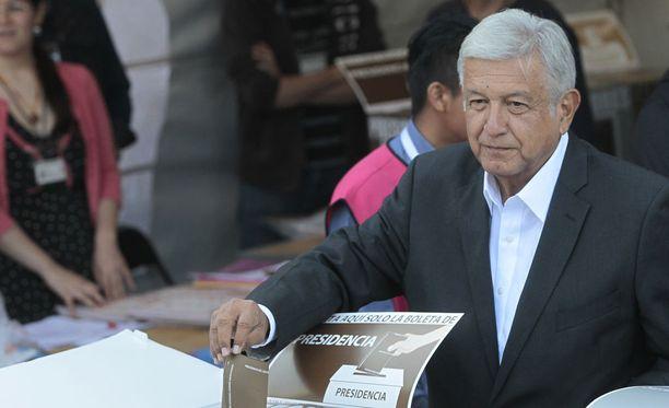Vasemmistolainen Andres Manuel Lopez Obrador on voittamassa Meksikon presidentinvaalit. Kuvassa Lopez Obrador Mexico Cityssä 1.7.2018.