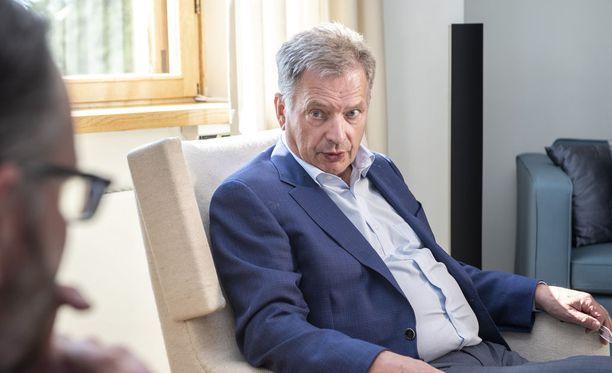 """Niinistö korostaa """"epämuodollista parlamentaarista katetta"""" ulkopolitiikan hoidossa."""