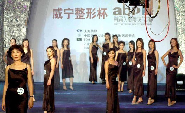 Miss Artificial Beauty -kisa käytiin Kiinassa joulukuussa 2004.
