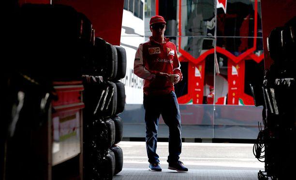 Kimi Räikkönen tarvitsee kipeästi tuloksia, eikä sekään enää riitä italialaismedialle.