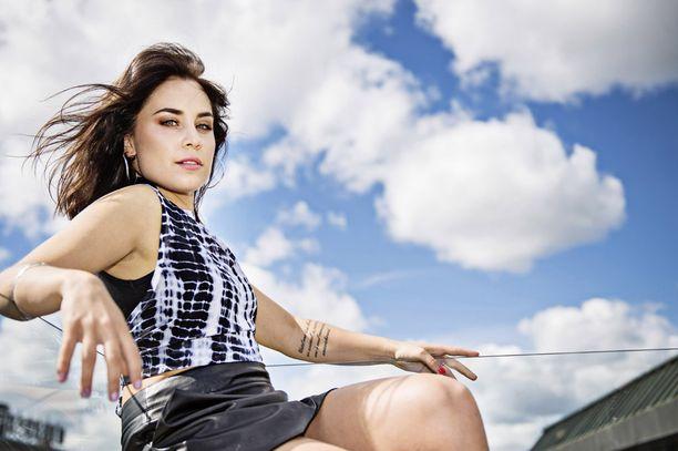 Laulaja Anna Abreu lähtee ensi viikolla kolme kuukautta kestävälle kiertueelle.