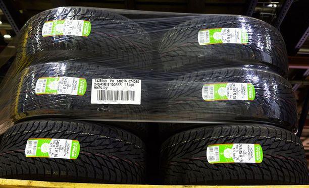 Aamulehden mukaan Pohjoismaissa myytiin täysin samalla reseptillä tehtyjä renkaita kuin Keski-Euroopassa - ainoastaan hinta oli eri.