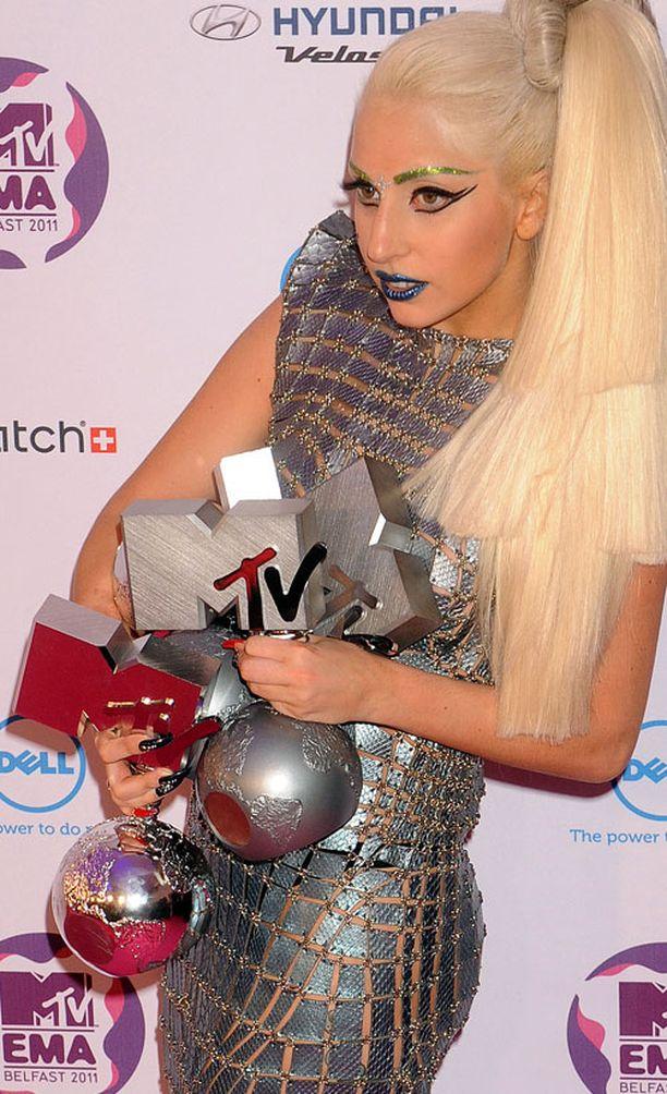 Lady Gaga piti paikkansa kärkisijoilla.