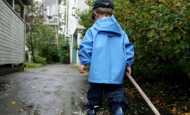 Syksyn tullen lapsi tarvitsee kunnon sateenpitävät ulkoasut.