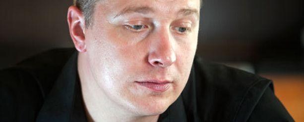Janne Tulkki kokeilee alkoholitonta linjaa.