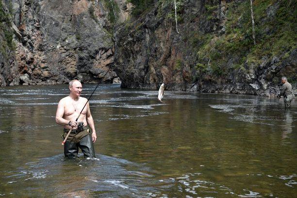 Putin on aiemminkin poseerannut mediatempausten yhteydessä kuvaajille ilman paitaa.