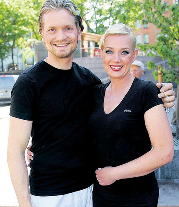 Ensi kertaa Tanssii tähtien kanssa -ohjelman jälkeen yhdessä tanssineet Sari Siikander ja Mikko Ahti haaveilivat jo kesälomista.