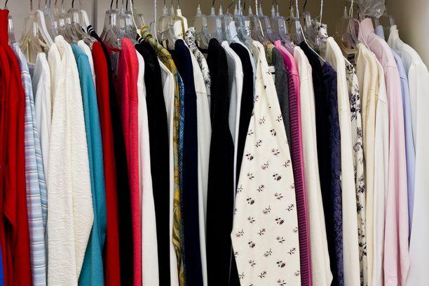 Monet lukijat kertoivat suosivansa kirpputoreja. Osa on innostunut myös vaatteiden vaihtamisesta. Kuvituskuva.