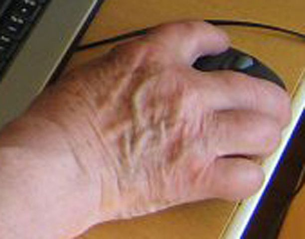 Helppokäyttöinen tietokone sopii ikäihmisten apuvälineeksi.