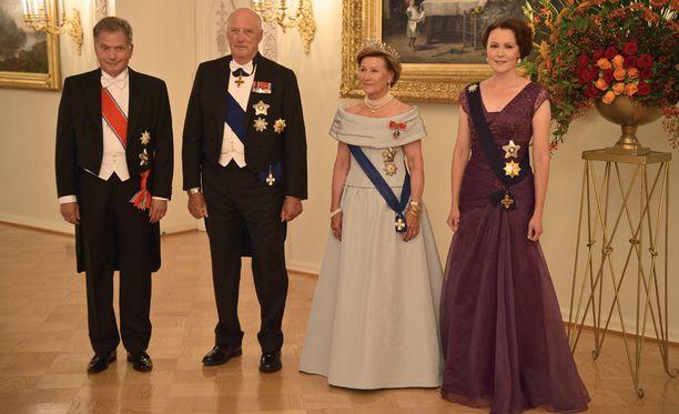 Presidenttipari kestitsi valtiovierailulla olevaa Norjan kuningasparia juhlaipäivällisellä tiistaina.
