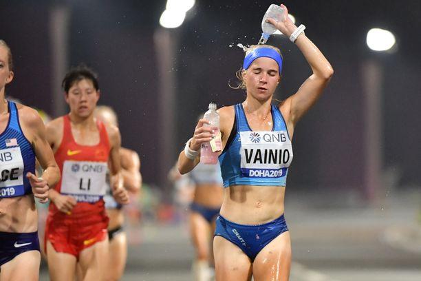 Alisa Vainio otti viilennystä kesken yöjuoksun.