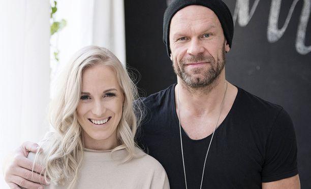 Nanna ja Jere Karalahti ovat pienen Jax-pojan vanhempia.