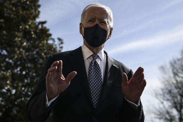"""Biden voi """"100-prosenttisen hyvin"""", vakuuttaa Valkoinen talo."""