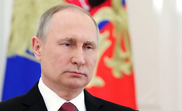 Kreml ilmoitti, että vastatoimista päättää lopullisesti presidentti Vladimir Putin. Todennäköisesti yksi suomalaisdiplomaattikin saa kohta pakata tavaransa.