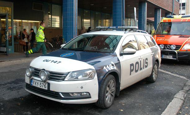 Kolme nuorta naista ja koulun vahtimestari joutuivat silmittömän puukotuksen uhreiksi Oulun seudun ammaattiopiston OSAO:n Myllytullin yksikössä lokakuussa 2013.