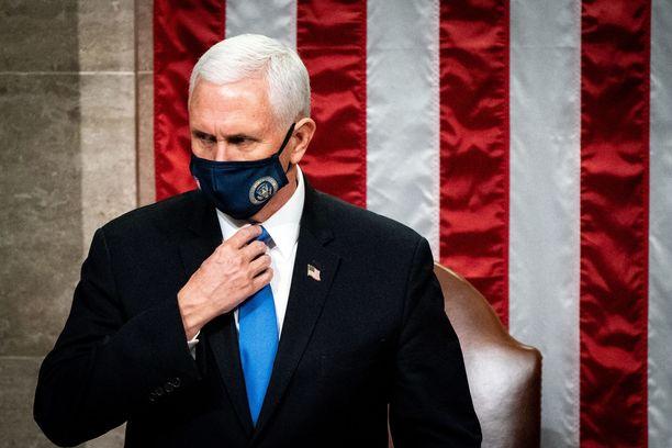 Varapresidentti Mike Pence ei ole käyttämässä perustuslain 25. lisäystä Donald Trumpin syrjäyttämiseksi.