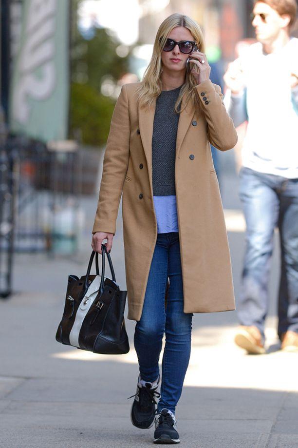 Helpoin tapa valita takki on valita se hiustenvärin mukaan. Silloin takki sopii aina värimaailmaasi. Näin Nicky Hiltonkin tekee.
