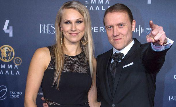 Sipe Santapukki ja Minna Kauppi asuvat Heinolassa. Santapukki on syntynyt ja kasvanut Heinolassa.