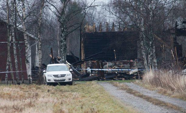 Perheen isän epäillään sytyttäneen tulipalon, jossa kuoli kaksi lasta.